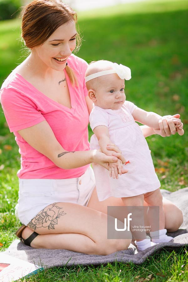 ultrafocused-photography-mackenzie-and-daughter-fall-2016-infant-portrait-photography-01