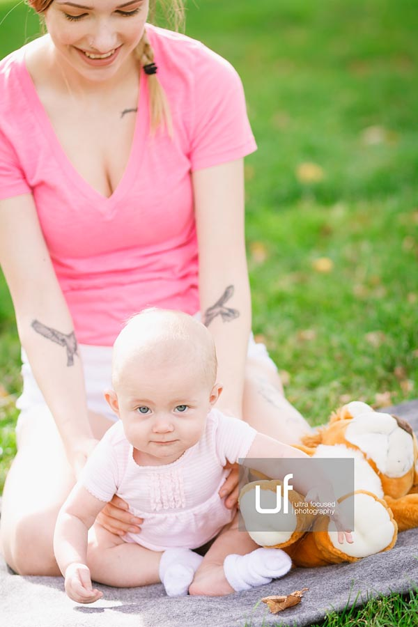 ultrafocused-photography-mackenzie-and-daughter-fall-2016-infant-portrait-photography-11